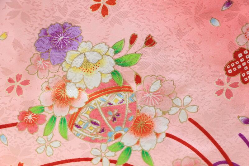 被布羽織ピンクこども友禅箱入り飾り台付雛人形お被布被布着お祝着ピンクスタンド付【雛人形桃の節句関連商品】