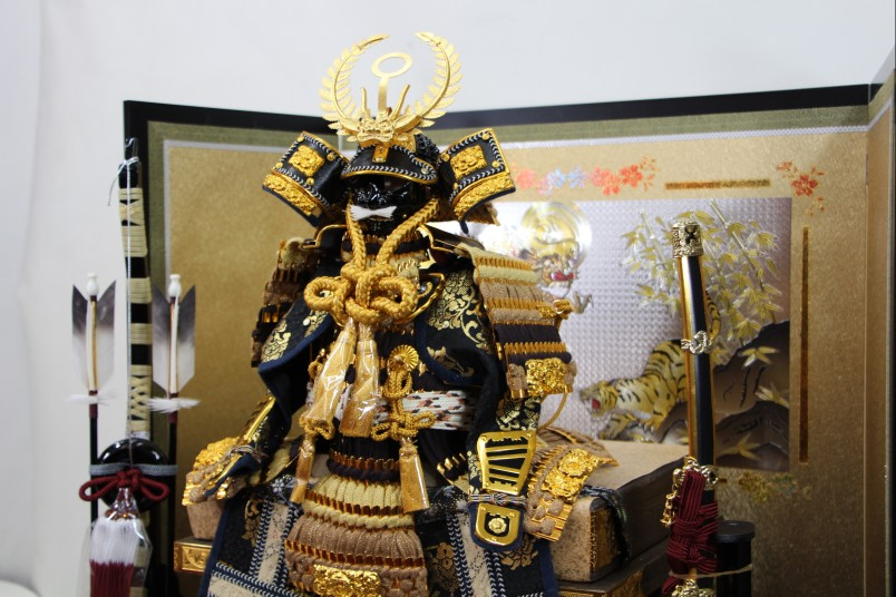 色々糸縅8号胴丸鎧彫金龍虎高平飾りセット