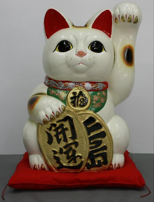 13号開運手長招き猫白(左手)(座布団付)