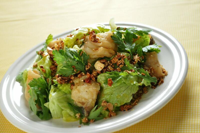 揚げ魚と春菊のサラダ