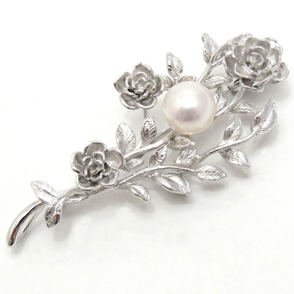 上品に胸元を彩るデザインブローチアコヤ真珠ブローチ