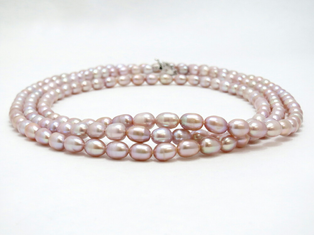 真珠の濃淡が個性的かつ大人の甘さを演出