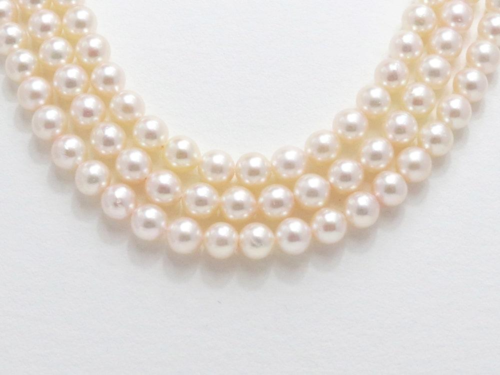 真珠の邪魔をしないすっきりとしたデザインのクラスプ