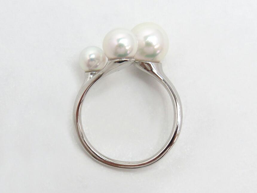 大きさの違う3粒のアコヤ真珠を使用