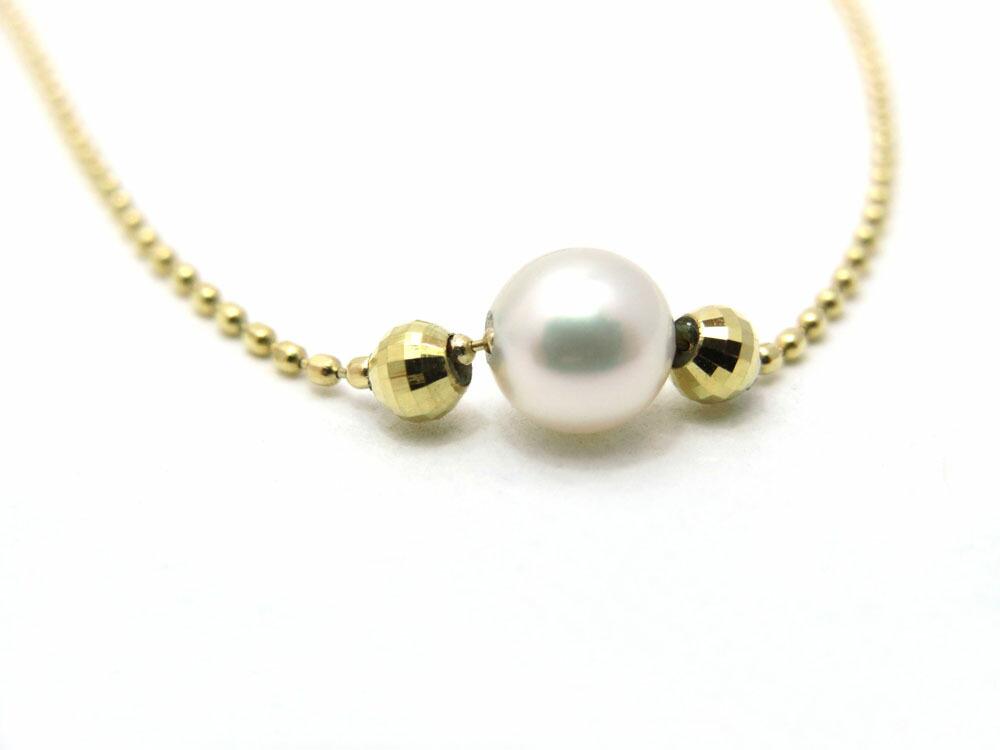 全ての色が異なる凛とした白蝶真珠の美しいブローチ