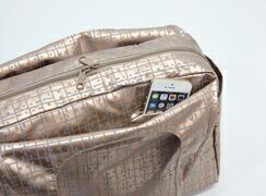 キキ2 クリ手トートMは外側:携帯電話専用ポケット