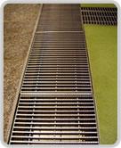 ユスリカ駆除 ユスリカ ミディ水和剤を排水溝に施工