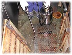 殺虫剤 スミスリン乳剤ES 噴霧器で散布