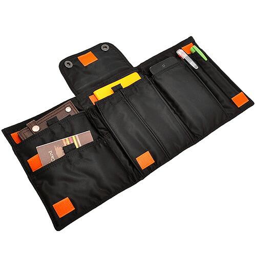 黒いパスポートケース