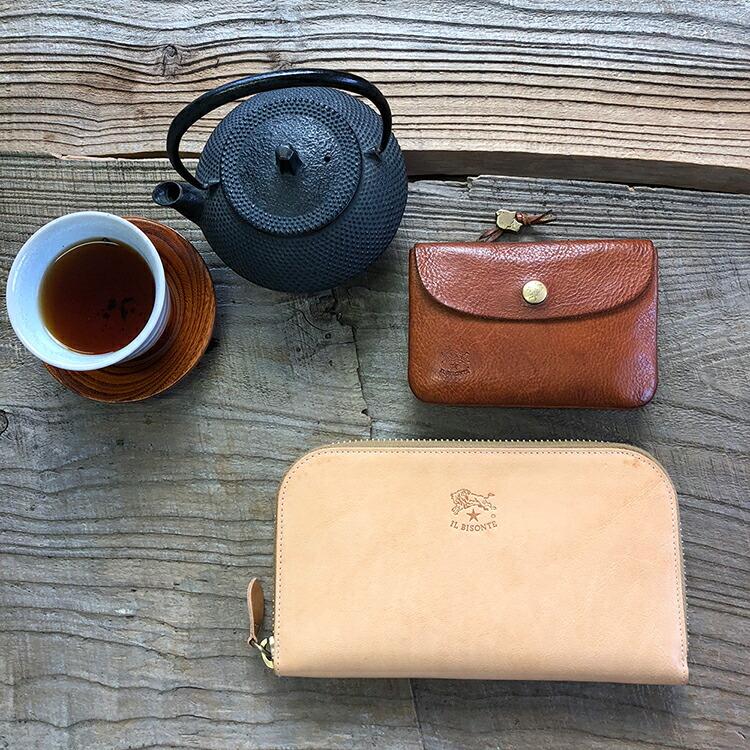 828b173cddca 「財布を買ったらまずは防水スプレーを!」 それでは財布を買ったら必ずやっていただきたいメンテナンスケア「防水スプレー」の方法をご紹介します。  イルビゾンテに ...