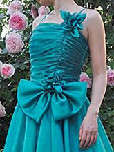 全4色のカラー展開。ストラップレス・ドレスとしても着用頂けます