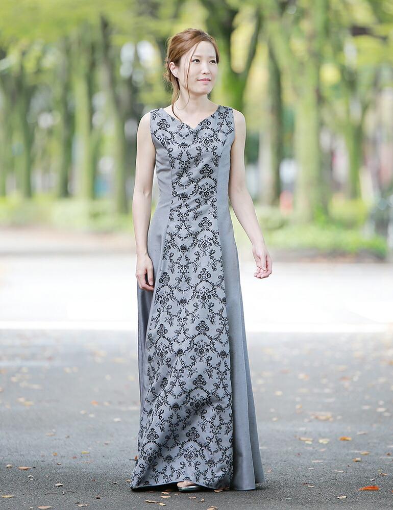 ホルターネックデザインの演奏会用ドレス