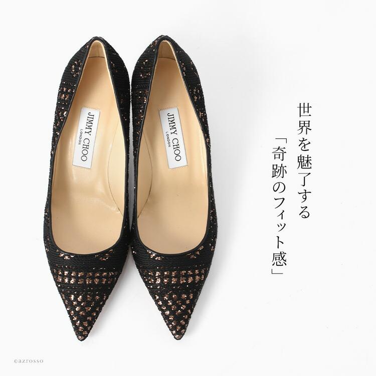 ただのゴールドではなく、甘くて女性らしい「ハニーゴールド」のグリッターをちりばめ、繊細な模様を描いた手の込んだデザイン。美しい靴作りに妥協を許さない、一流ブランドのこだわりを十分に堪能できる一足です。