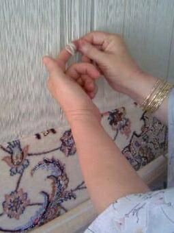 イスファハン・ペルシャ絨毯の目を結ぶ