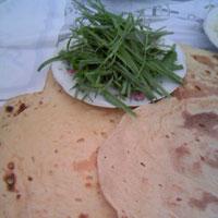 イランの食事・ナンとサブジ