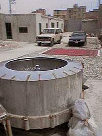 キリムを脱水機で絞る キリム&ペルシャ絨毯専門店オリエンタルムーン
