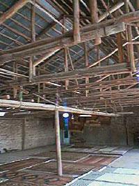 キリムを広げる キリム&ペルシャ絨毯専門店オリエンタルムーン