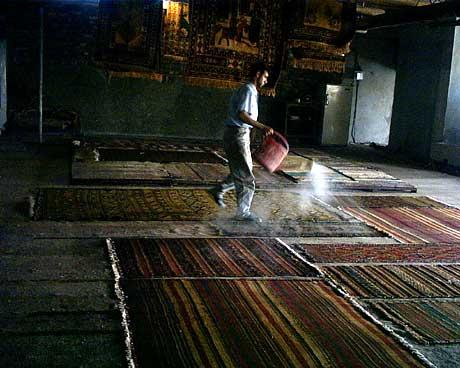 キリムを乾燥させる キリム&ペルシャ絨毯専門店オリエンタルムーン