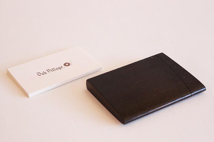「印籠」をモチーフにした木製カードケース「INRO:(黒色漆塗)」