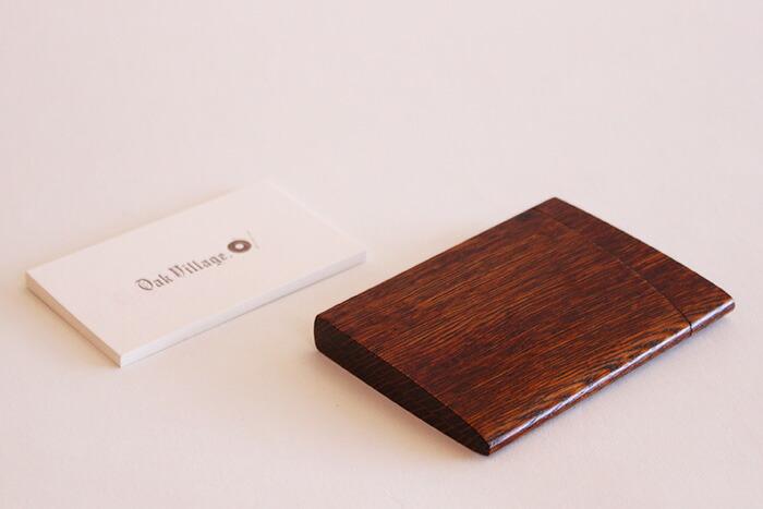 「印籠」をモチーフにした木製カードケース「INRO:(拭き漆塗)」
