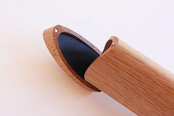 「短刀」をモチーフにした木製ペンケース「TANTO:(ナチュラル)」