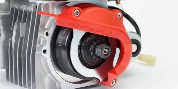 セルモーターと乾式クラッチを装備したモデル。カート走行のすべての状況下で「一発」始動を実現。低温、高湿時、エンスト後再始動時もボタンひと押しの簡単操作でスムーズ発進!一発始動のセルモーター効果もあり、1回の満充電で約4日間使用可能です。(品質保証実験による参考値。10回/1日使用時)クランクは新型のクラッチ専用を装着しております。