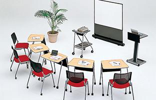 ワークショップやプレゼン等多目的に使い易いテーブル&チェアで、様々なニーズに応えるセットデザイン。