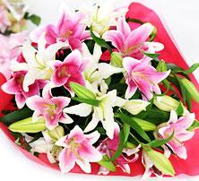 カサブランカとピンクゆりの花束