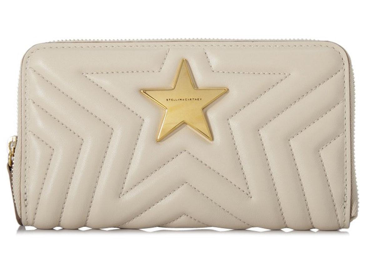 226d46318fad マッカートニーのステラスター長財布です。 中央のロゴ入りのゴールドのスターがポイント。 ステラ?マッカートニーは、環境、動物保護のためレザー、ファー、
