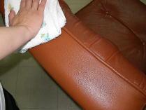 手触りはとってもサラサラ、洗浄で少し無くなった艶も戻って新品のようですね。
