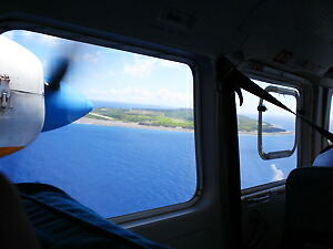 空から見下ろした粟国島。