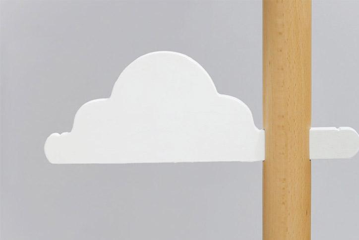 かわいい雲にプーカを掛けて空にプーカがゆらゆら泳ぎます。