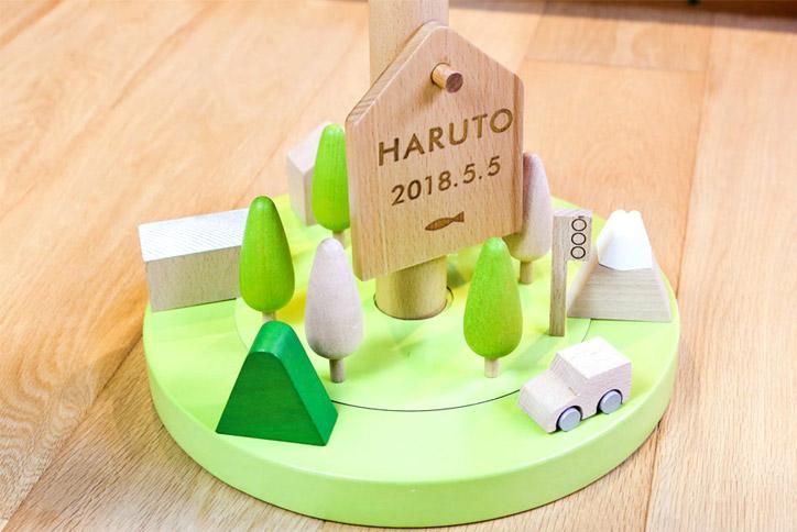 machi(マチ) プーカの下には積み木の町。積み木の裏には磁石が付いてて立てやすい !