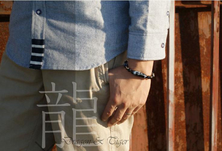 皇帝龍天珠五本爪と四線虎牙天珠を相対する場所に配置した最強ブレス。