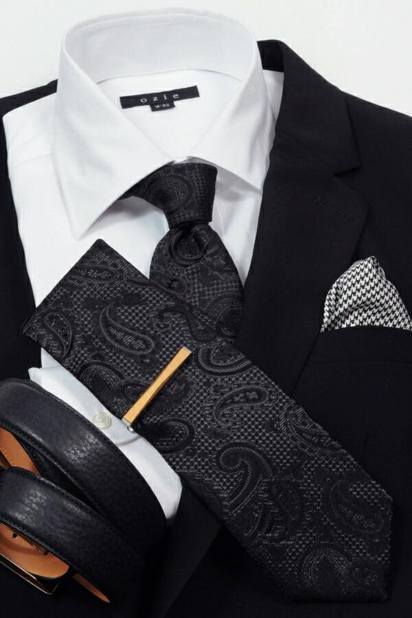 ブラック系スーツやジャケットに合わせたコーディネート