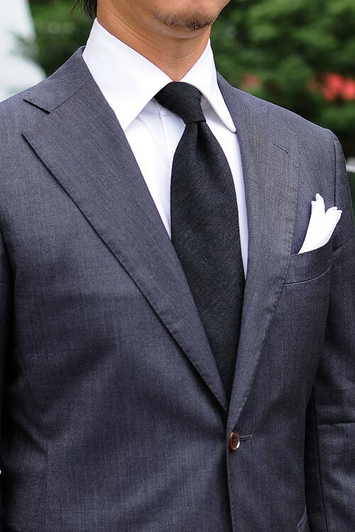 父の日 ギフト!ダークグレー系スーツやジャケットに合わせたコーディネート