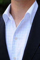 イタリアンカラー・ボタンアリのシャツ