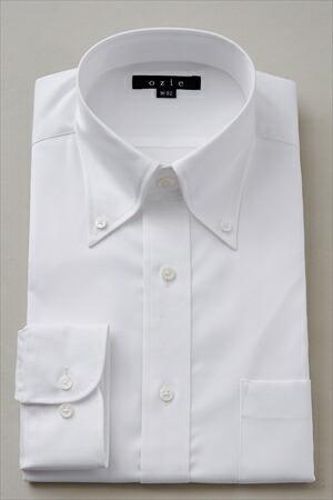 カジュアルな雰囲気で着るワイシャツの襟はボタンダウンがおすすめ