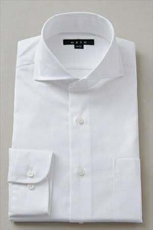 第1ボタンを外して着るワイシャツの襟はホリゾンタルがおすすめ
