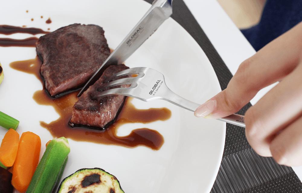 食事がまた一段と楽しくなる切れ味抜群のGLOBALのナイフ&フォークです。