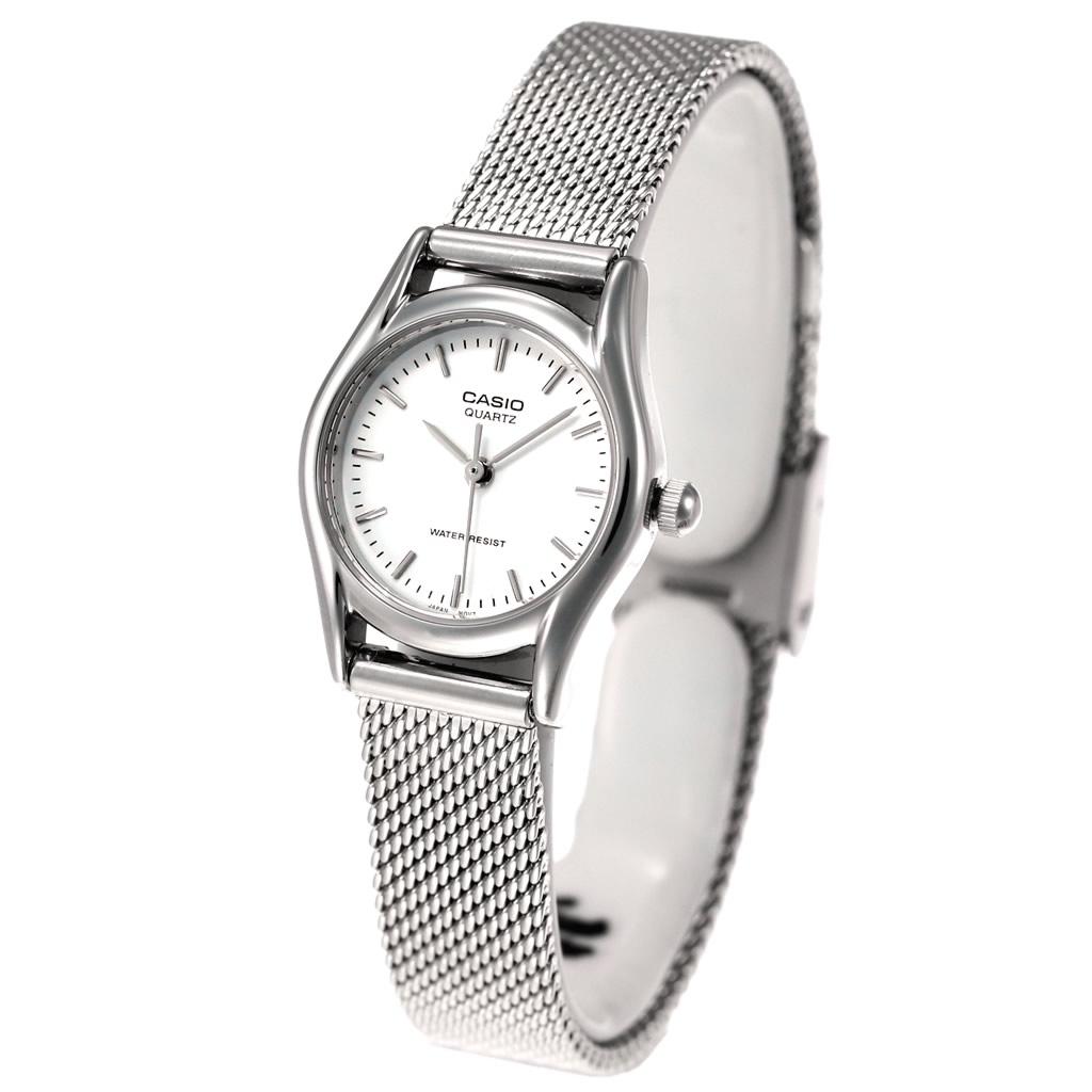 Все часы в коллекции имеют индикатор даты и дня недели, водозащита 5 атмосфер.
