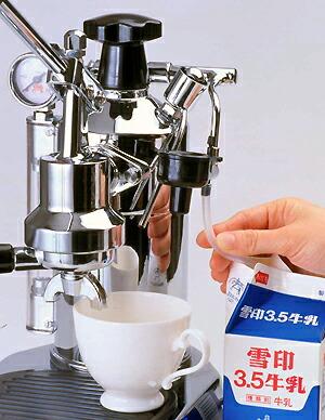 パヴォーニのミルクフォーム 自動カプチーノオプション付き
