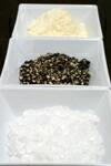 岩塩、チーズ、ブラックペッパー