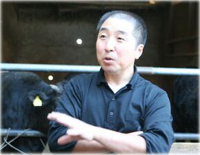 熊野牛を育てる楠本さん