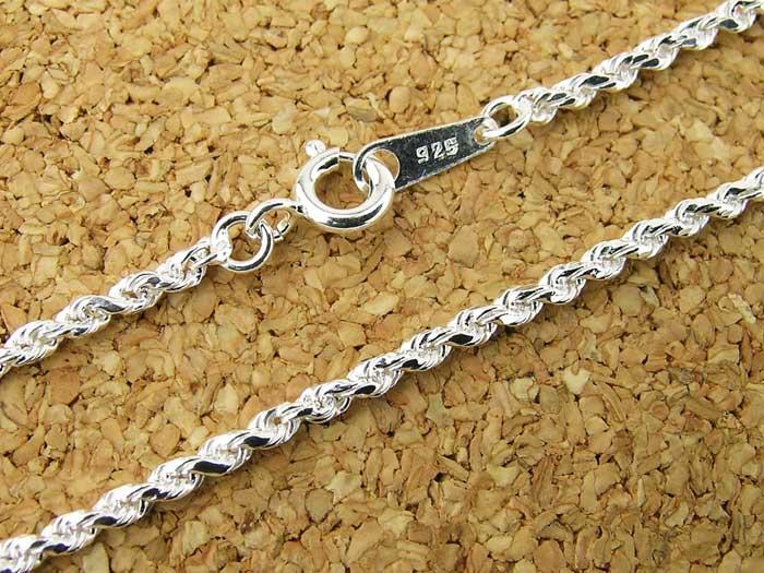 ペンダントトップに通してもチェーンだけつけてもOK!・ロープのようなよりの入ったシルバーチェーンです・シルバー925(STERLING SILVER)を使用しています