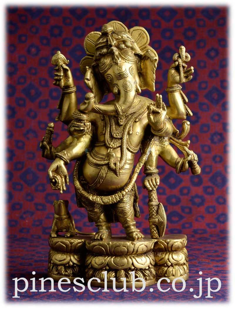 ヒンドゥー教の象頭神ガネーシャは富と繁栄、知恵と学問の神様です。大きくてきれいなデザインのガネーシャです。少し体をくねらせたポーズは優美でとてもセクシーです。