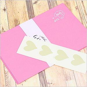 ピンクの封筒とハートの封シール