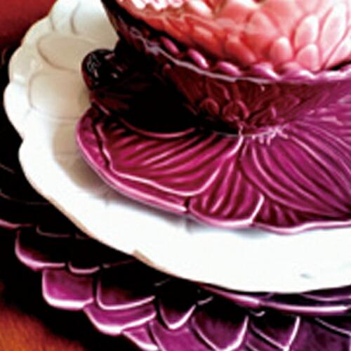 ポルトガルを代表する陶磁器メーカー ボルダロピニェイロのフワラープレート 美しい花のプレート 電子レンジ 食器洗い機 対応