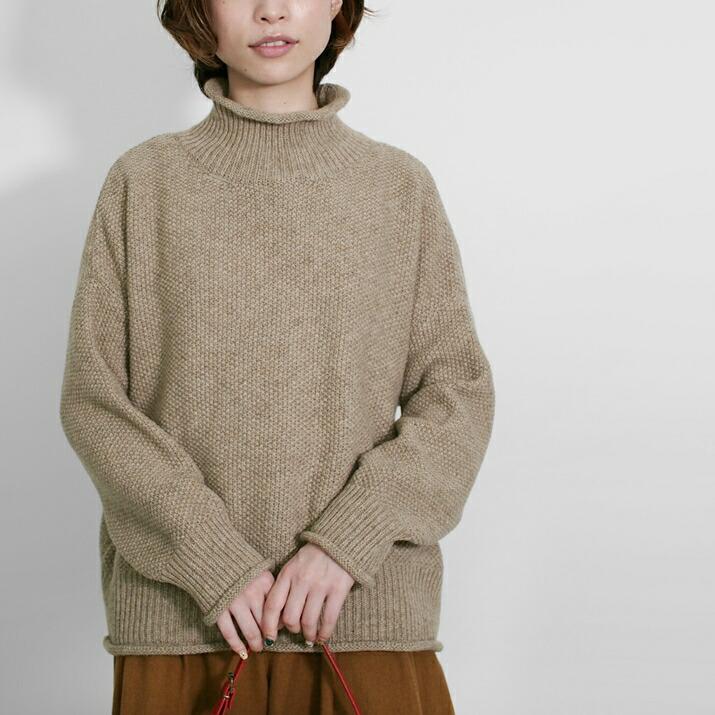 ハイネックくるくるセーター