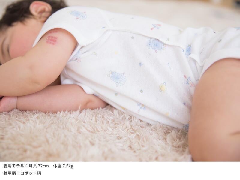 スナップボタンの半袖打ち合わせロンパース外縫い仕様で赤ちゃんのお肌に優しい